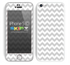 Simple White and Gray Chevron Pattern Skin For The iPhone 5c