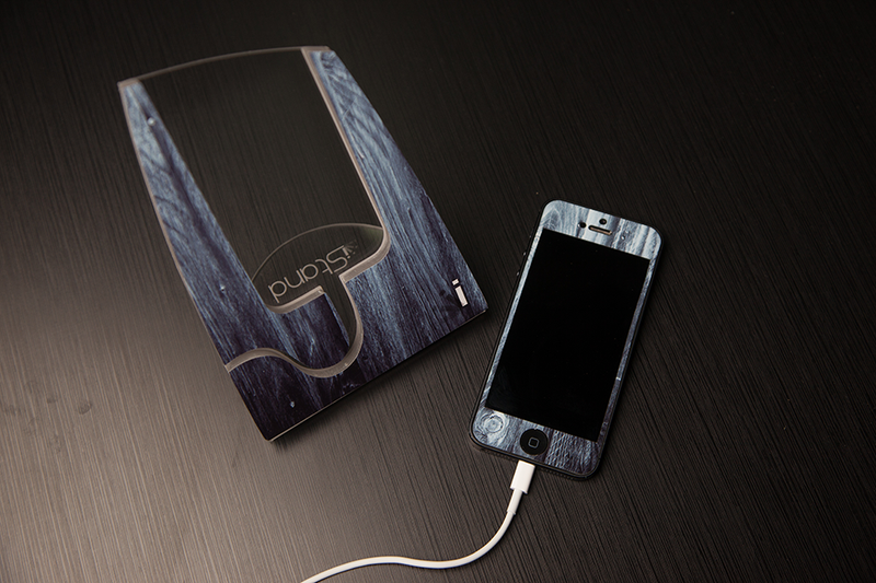 Blue Washed Wood iStand for the iPhone 4/4s or 5
