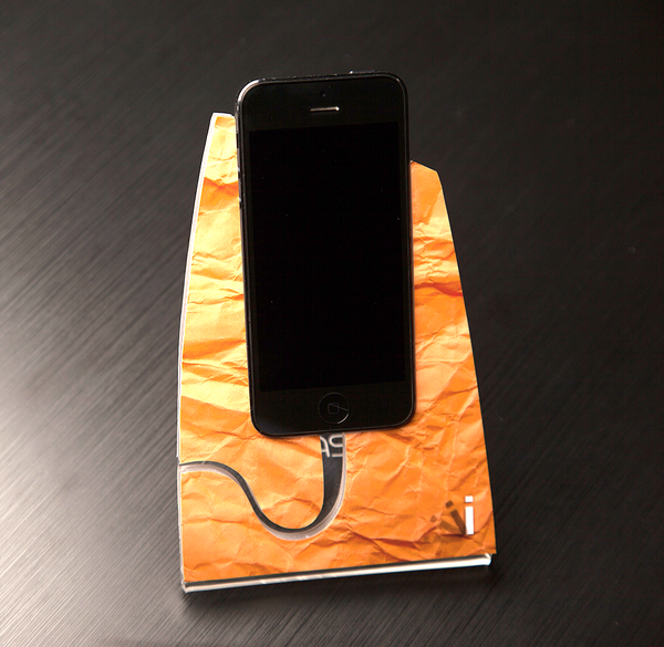 Paper Bag iStand for the iPhone 4/4s or 5