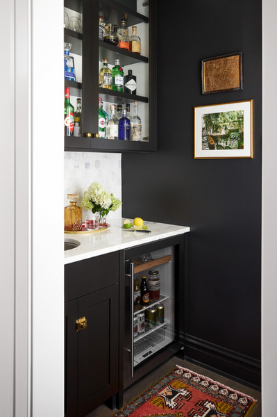 black butlers' pantry with marble tile