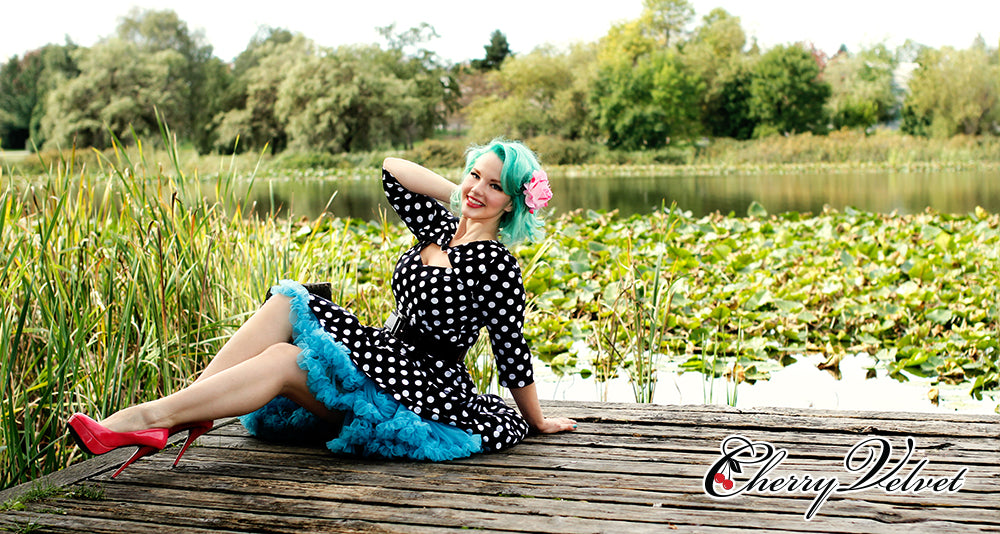 Ashley Luther also known as Elly Mayday, body positive, plus model with her Teal Green Hair for Ovarian Cancer, photo Cherry Velvet