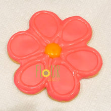 Load image into Gallery viewer, Scalloped Flower Cookie