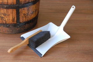 DUSTPAN WITH RUBBER LIP AND HORSE HAIR BRUSH