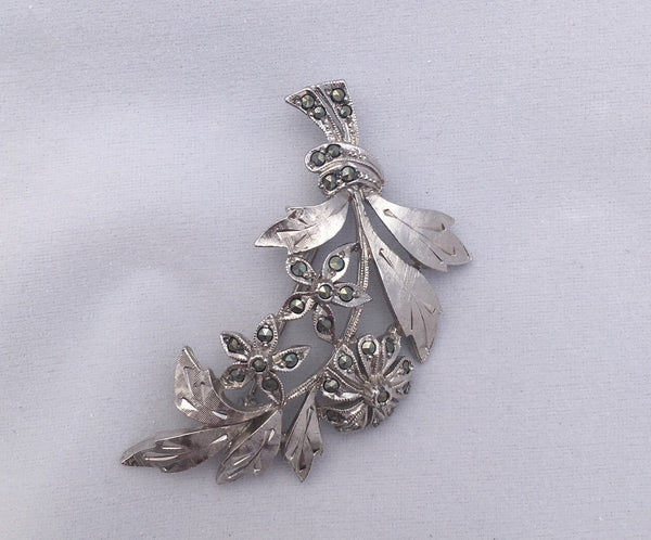 Delicately detailed 1960s marcasite twinkling silver tone flower brooch