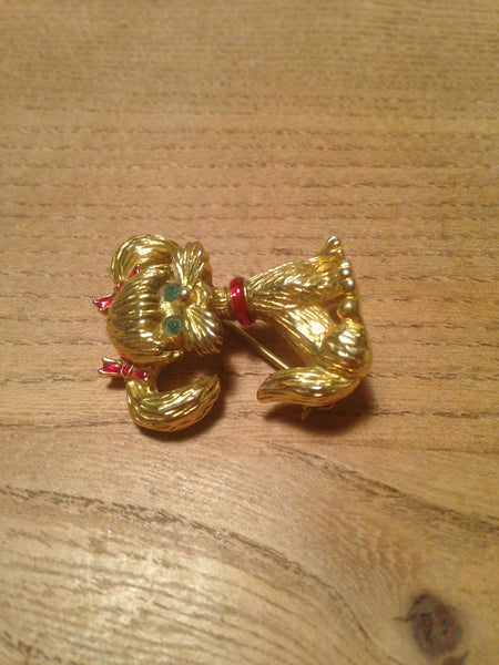 Ditsy dog 1960s gold tone brooch with red enamel bows and collar and cute green glass eyes - Wowie Zowie  - 2