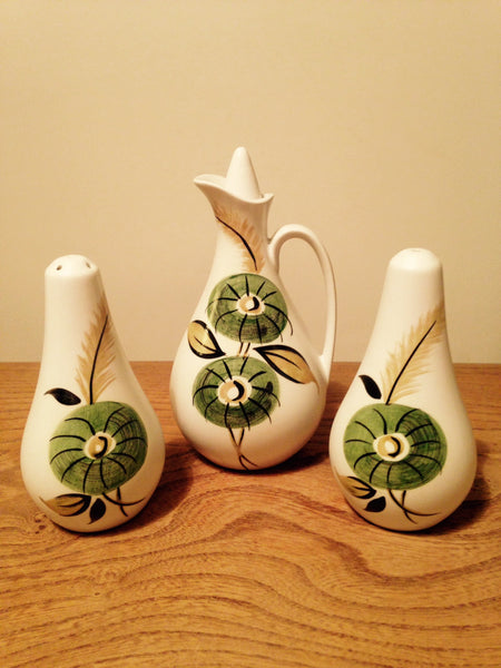 Boldly hand painted 1970s ceramic cruet set by Radley rarely seen with all the original stoppers - Wowie Zowie