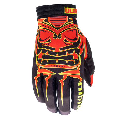 This all new color way of our classic Nihilo x Illusive colab glove is one of out teams favorite new color way for 2021. This black base palm and cuff has the infamous Nihilo tiki head in vibrant red with green piping to make this iconic logo stick out even more then before.