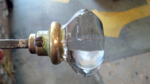 Attirant Scenario B) Your Door Knobu0027s Glass Has Come Loose From The Collar. To Test  This, Hold The Collar, Or Base, Of The Knob, And See If The Glass Spins ...