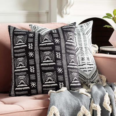 Moya Pillow Black/White