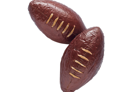 A full pound of our garlic and mustard-spiked summer sausage packed in a handsome mahogany-hued casing and laced with real twine, this pork-stuffed pigskin will be the MVP of all your football season soirées.