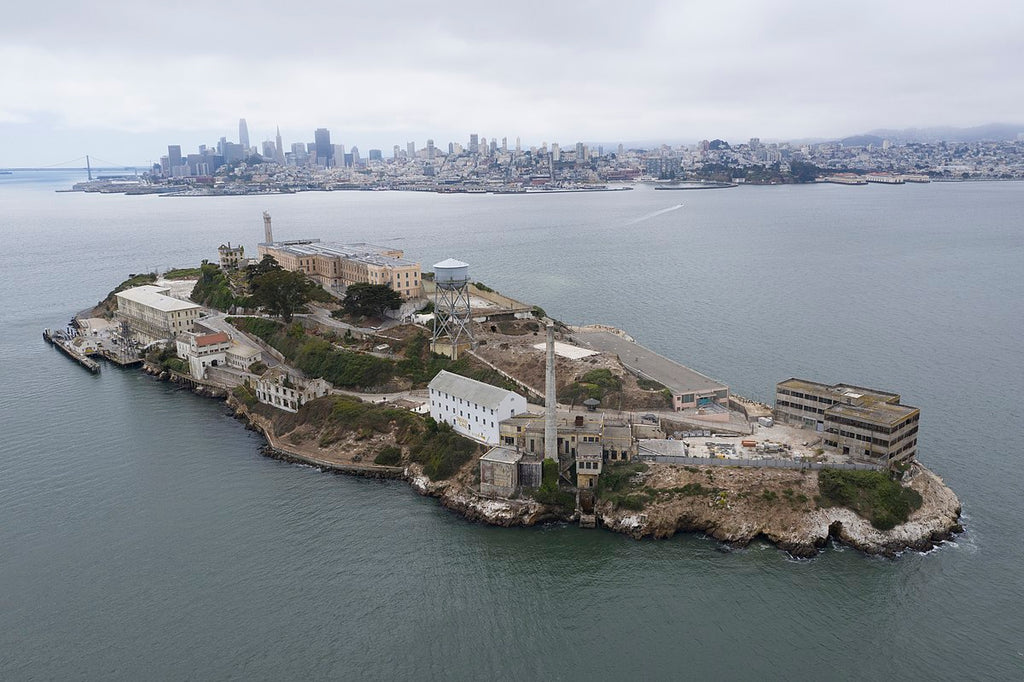 Best Romantic Lesbian Date Night and Gift Ideas for Your Girlfriend Alcatraz Island