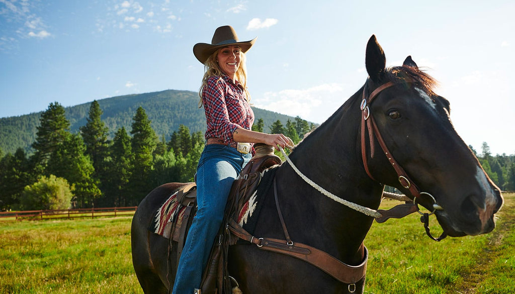 Cute Lesbian Date Night and Gift Ideas for Your Girlfriend Horseback Riding