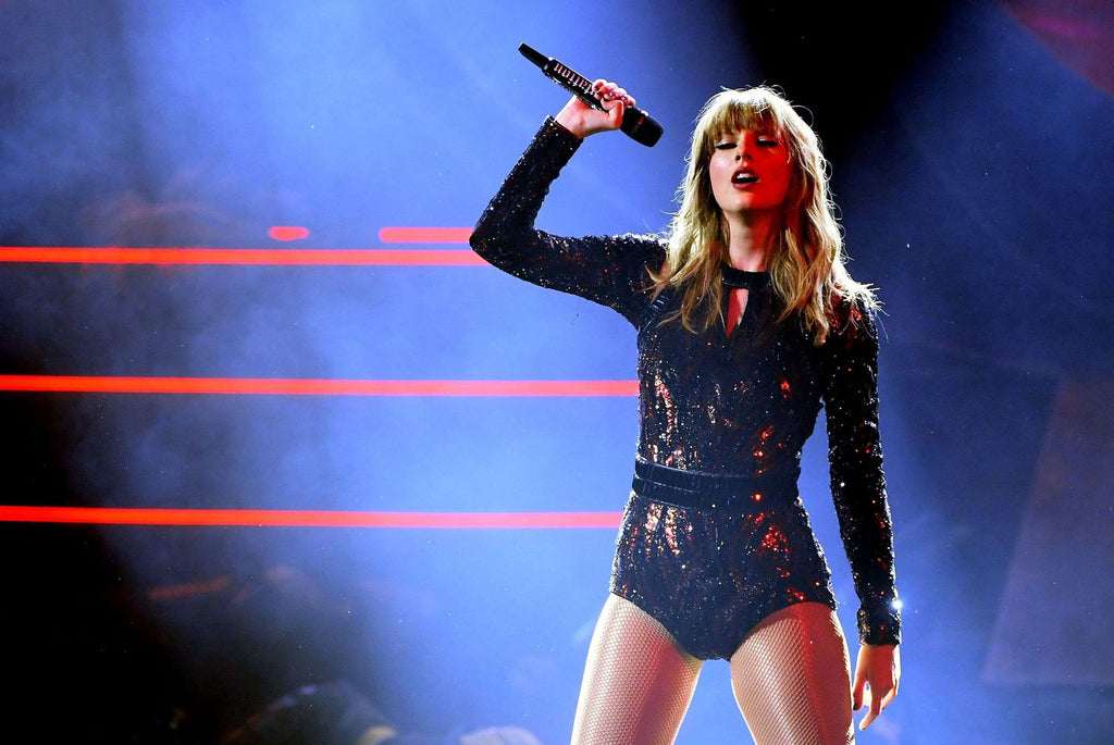 Best Romantic Lesbian Date Night and Gift Ideas for Your Girlfriend Taylor Swift Concert