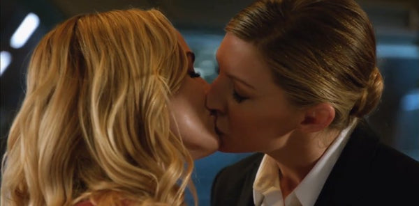 Legends-of-Tomorrow-Sara-Ava-Avalance-Hottest-Lesbianships-Sesame-But-Different