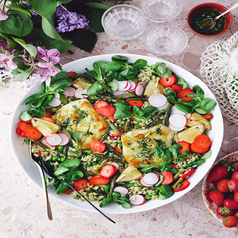 SALADS Summer Rice Salad with Halloumi & Strawberries