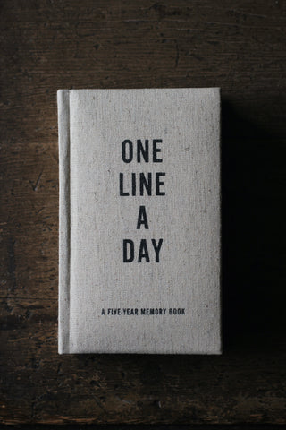 One Line a Day: A Five Year Memory Book (Canvas)