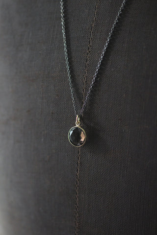 Long necklace with pendant smoky kvarts,