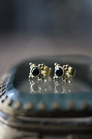 Post earring w. stone, Gold/black onyx
