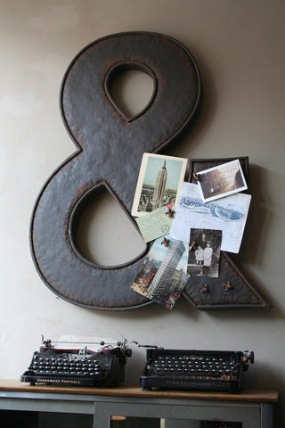 MAGNETIC AMPERSAND