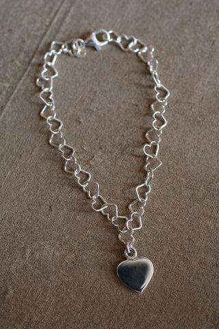 SMALL SILVER LINKED HEART BRACELET