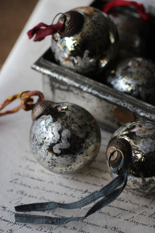Antique Gold Swirl Baubles
