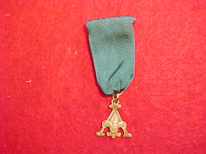 "SCOUTER'S TRAINING AWARD ""A"" DESIGN MEDAL, 1948-56 ISSUE, MARKED ""1/20 10K G.F."" ROBBINS CO., GREEN RIBBON"