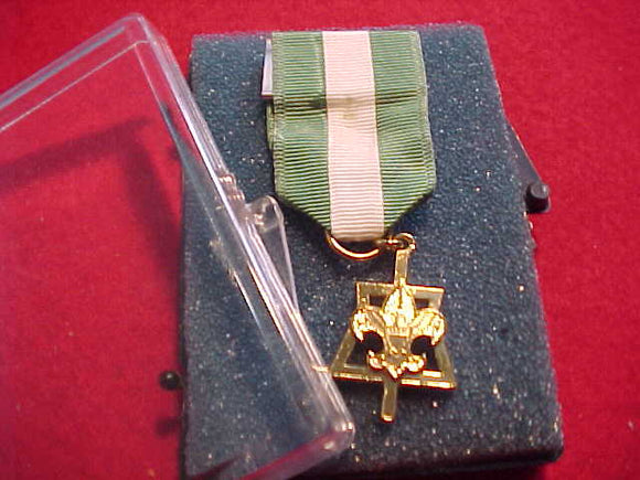 SCOUTER'S KEY, TENDERFOOT DESIGN, NO MARKS ON BACK OF MEDAL, ORIG. BOX