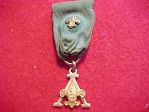 "SCOUTER'S TRAINING AWARD MEDAL, ""A"" DESIGN, 1948-56, GREEN RIBBON, ROBBINS CO. MFG., GOLD FILLED W/ TENDERFOOT DEVICE"
