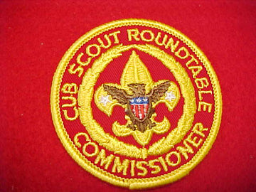 CUB SCOUT ROUNDTABLE COMMISSIONER, RED BEHIND TENDERFOOT EMBLEM, MID-1970'S