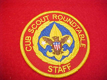 CUB SCOUT ROUNDTABLE STAFF, BLUE BEHIND TENDERFOOT EMBLEM, PLASTIC BACK, 1991+