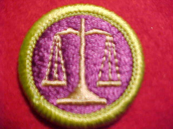LAW, MERIT BADGE WITH CLEAR PLASTIC BACK, GREEN BORDER, NO IMPRINTS/LOGOS IN PLASTIC, 1975-2002