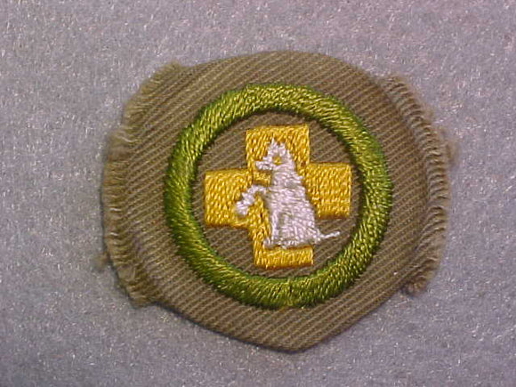 FIRST AID TO ANIMALS MERIT BADGE, WIDE TAN BORDER, ISSUED 1932-36, MINT