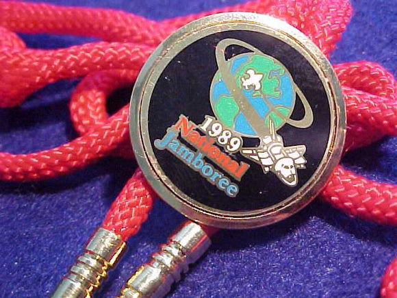 1989 NJ BOLO, ROUND MULTICOLOR METAL DISC, RED CORD