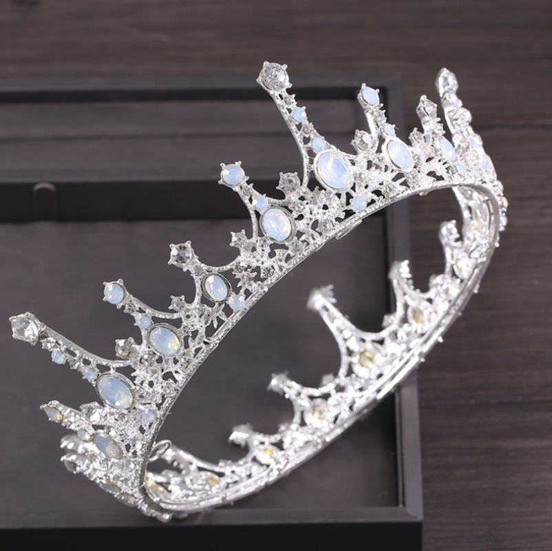 Exquisite Royal Vintage Silver Crown