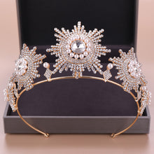 Load image into Gallery viewer, Lordly Dramatic Pearl Tiara