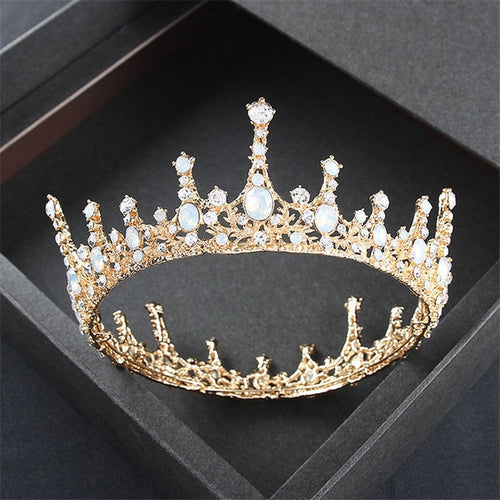 Exquisite Royal Vintage Crown In Gold
