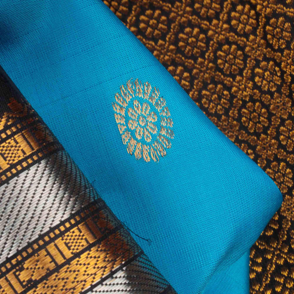 Cerulean Blue Gadwal Silk Handloom Saree With Kuttu Border