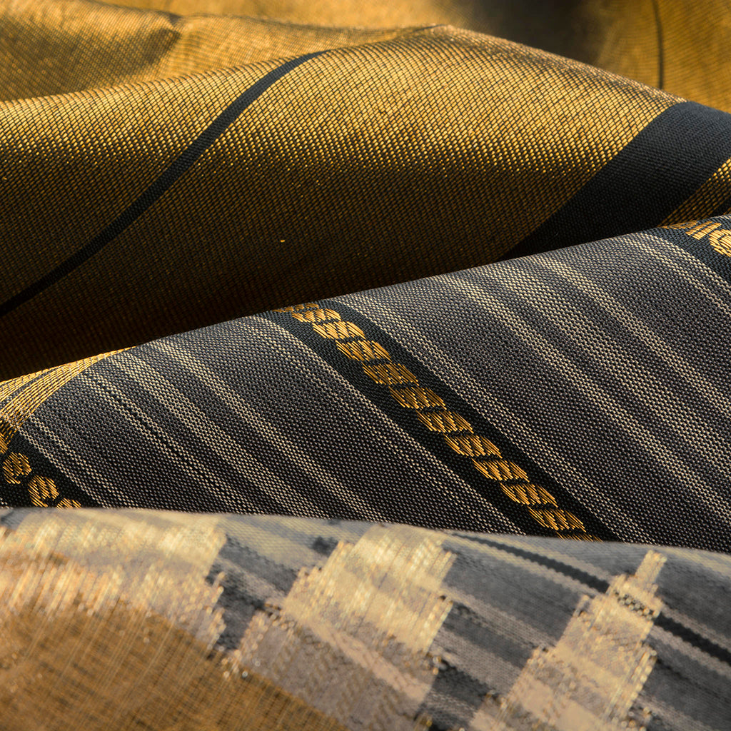 Shades Of Grey Gadwal Silk Handloom Saree