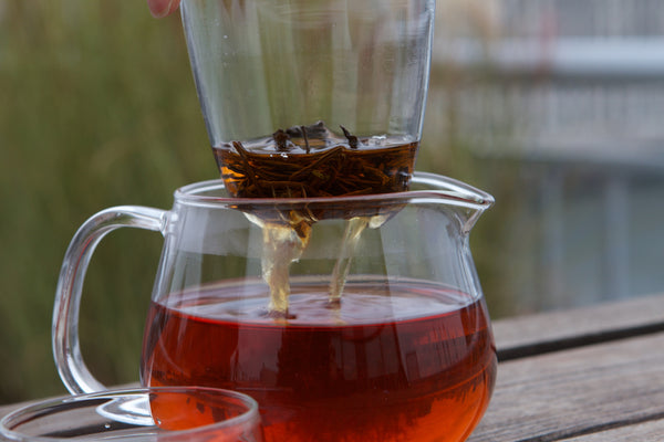 Glass tea infuser with black tea