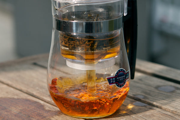 Large tea maker with black tea infusion