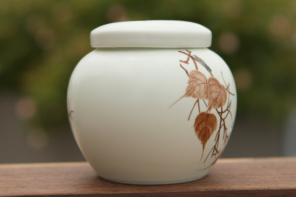 Porcelain small tight seal tea storage with leaf picture