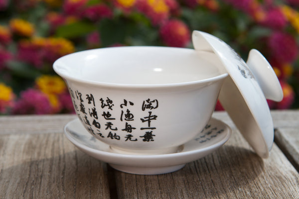 White porcelain tea gaiwan on wooden table_b5e4bbf8 f62f 4e9b adee afaec6d5d1ac