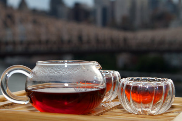 Yezi aged puer tea with queens bridge