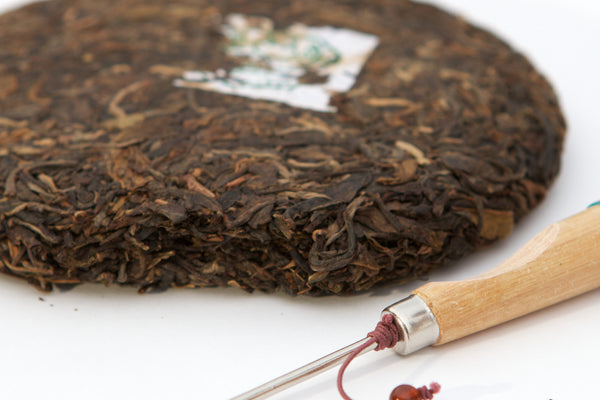 Yezi tea raw yunnan puerh cake with knife