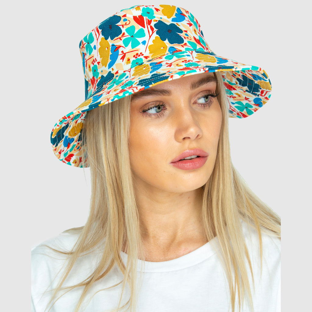 THE BUCKET HAT - Blume small. AVAILABLE NOW