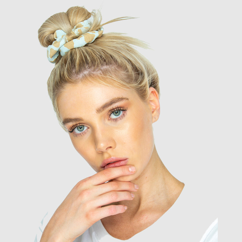 SCRUNCHIES - Giraffe Powder Blue