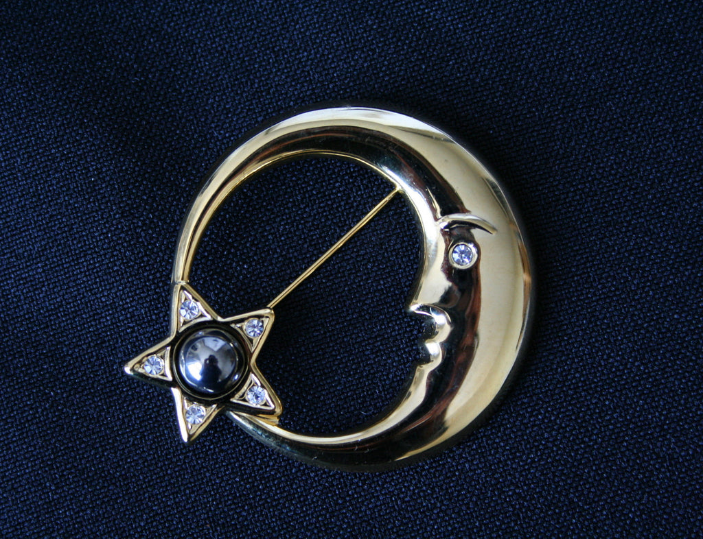 80s 'moon & pearl star' gilt vintage brooch