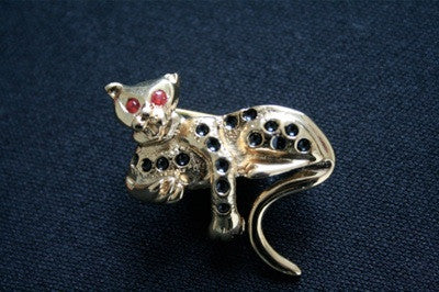 Mini gold leopard brooch with ruby eyes