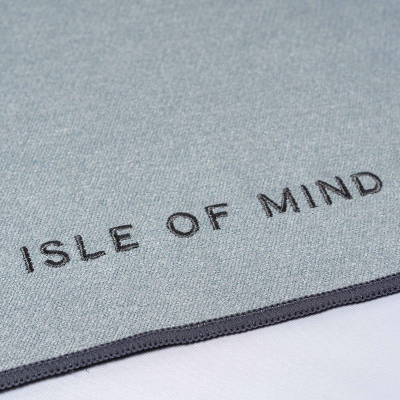 ISLE OF MIND Awesome Xander multipurpose yoga towel logo detail