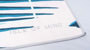 ISLE OF MIND Lovely Hanna multipurpose yoga towel logo detail